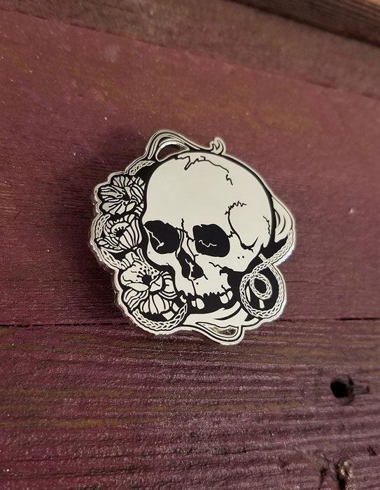 Lana-Skull-Pin